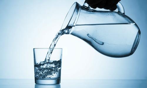 beber-agua-salud
